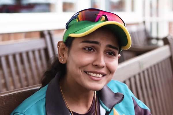 पाकिस्तान में बढ़े विराट के फैन्स, इस खूबसूरत महिला क्रिकेटर ने बांधे तारीफों के पुल