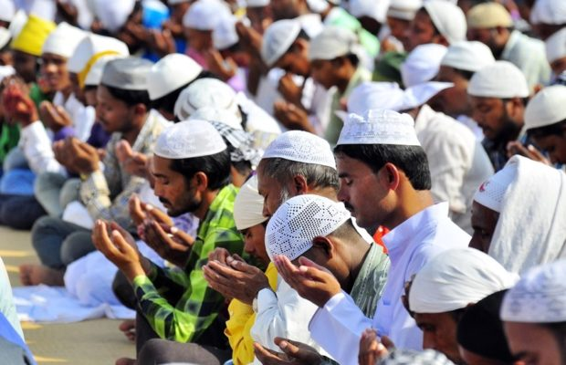 होली के दिन नमाज का समय बदला गया,मुस्लिम धर्मगुरूओं ने मिलजुलकर त्यौहार मनाने की करी अपील