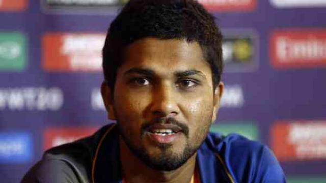 श्रीलंका को बड़ा झटका, कप्तान दिनेश चंडीमल 2 मैचों के लिए निलंबित