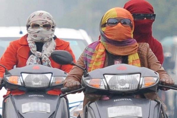 महिलाओं को हेलमेट से छूट पर हाईकोर्ट ने फटकारा