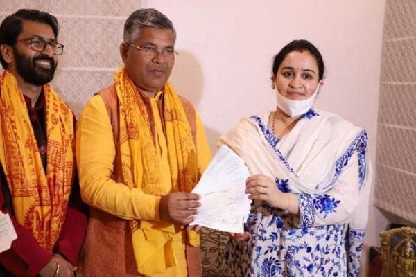 मुलायम सिंह यादव की छोटी बहू अपर्णा यादव ने राम मंदिर निर्माण के लिए दान किए 11 लाख रुपए