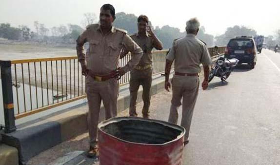 UP : घाघरा पर बना संजय सेतु धंसा, लखनऊ राजमार्ग बंद