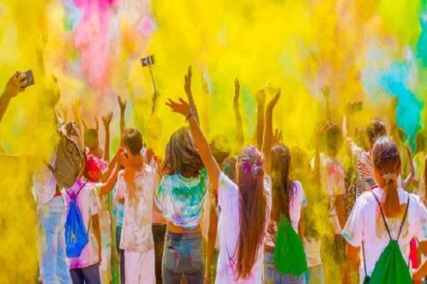जानें, देश के अलग-अलग हिस्सों में कैसे मनाया जाता है रंगों का त्यौहार