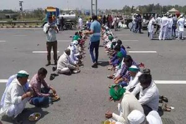 किसान आंदोलन जारी, किसानों ने जाम किया केएमपी एक्सप्रेस वे, भारी संख्या में पुलिस बल तैनात