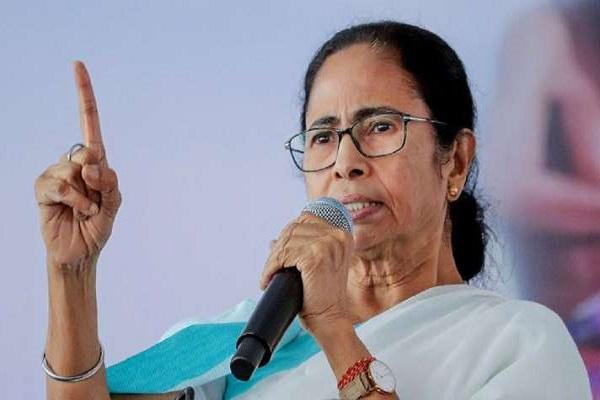 कोरोना के बढ़ते मामलों पर CM ममता का बड़ा ऐलान, TMC अब नहीं करेगी कोई बड़ी रैली