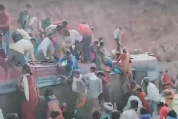 मध्य प्रदेश के टिकमगढ़ में बड़ा हादसा, प्रवासी मजदूरों को लेकर जा रही बस पलटने से तीन की मौत