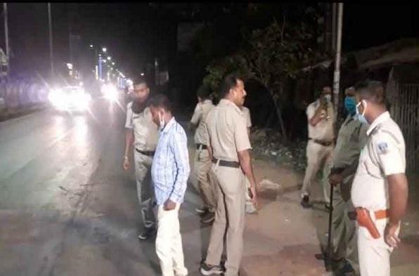 पश्चिम बंगाल में बीजेपी के कैंप ऑफिस पर बमबाजी, टीएमसी के समर्थक पर किया गया हमला, पानीहाटी में तनाव