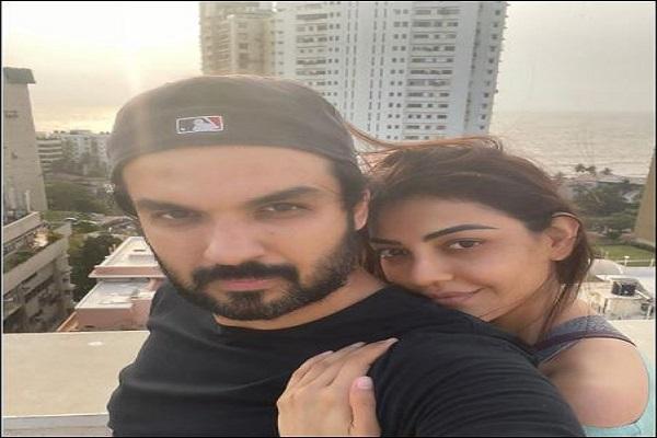 अभिनेत्री काजल अग्रवाल ने पति गौतम किचलू के साथ साझा की रोमांटिक तस्वीर