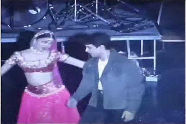 जब अवॉर्ड फंक्शन में नजर आते थे आमिर खान, सामने आया अनदेखा वीडियो जिसमें ऐश्वर्या संग शाहरुख के हिट गाने पर डांस करते नज़र आए आमिर