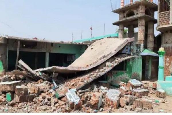 बिहार: बांका में मस्जिद के पास भयंकर विस्फोहट, मदरसे का भवन गिरा, छह घायल
