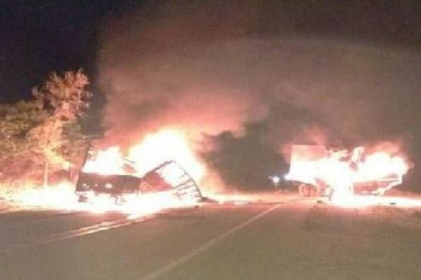 दर्दनाकः जयपुर में आमने-सामने भिड़े ट्रक और कंटेनर, हादसे में जिंदा जला कंटेनर चालक