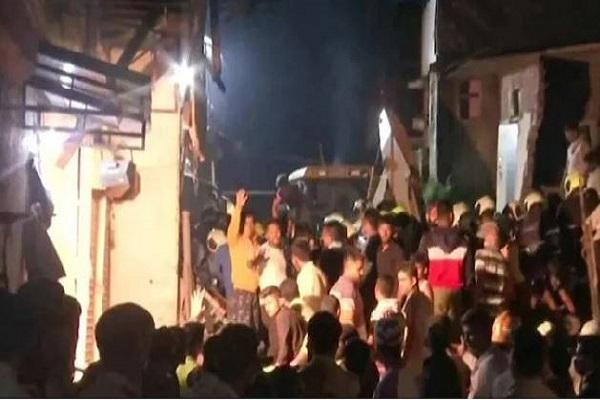 मुंबईः मलाड वेस्ट क्षेत्र में इमारत ढहने से 11 लोगों की मौत, मलबा हटाने का काम जारी