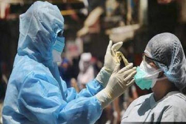 देश में कोरोना के मामलों में आई गिरावट, 24 घंटे में 3403 संक्रमितों की मौत
