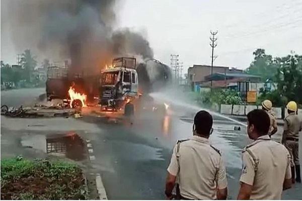 आसनसोल में ट्रक और तेल टैंकर में टक्कर से लगी आग, 3 लोग की मौके पर मौत