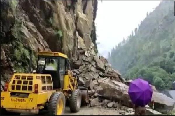 चट्टानें गिरने से उत्तरकाशी का गंगोत्री हाईवे बंद, इसके साथ मसूरी-देहरादून रोड भी हुई ठप