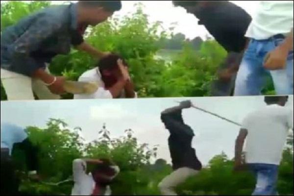 मध्यप्रदेश के सतना से आई इंसानियत को शर्मसार करने वाली तस्वीर, युवक को बेरहमी से पीटा