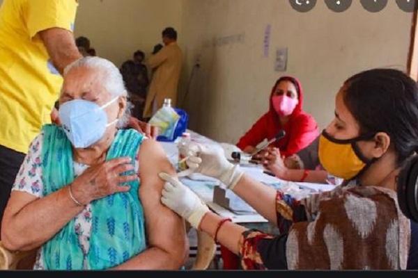 दिल्ली में अब घर तक पहुंचेगी वैक्सीन, 'वैक्सीनेशन ऑन व्हील्स' की हुई शुरुआत