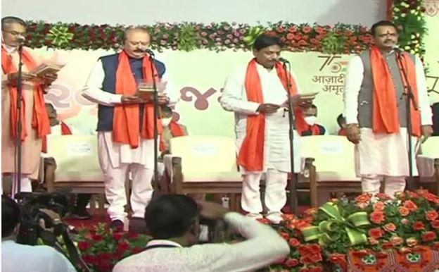 गुजरात में भूपेंद्र कैबिनेट के मंत्रियों का शपथ ग्रहण, जितेंद्र वघानी-राजेंद्र त्रिवेदी बने मंत्री