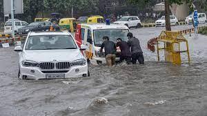 दिल्ली-एनसीआर में आफत की बारिश, कई इलाकों में भरा पानी