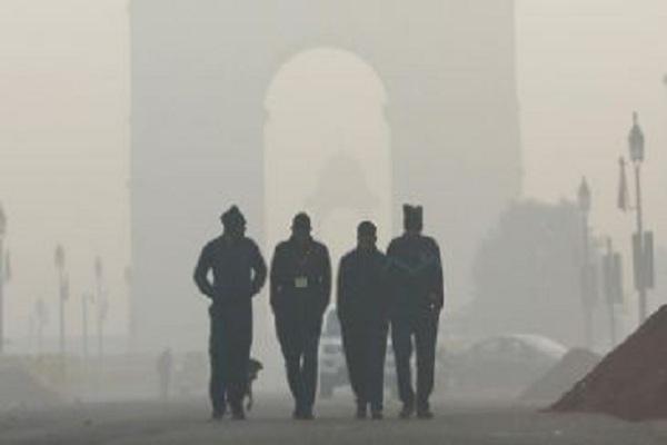पहाड़ों में बर्फबारी के बाद Delhi-NCR में बढ़ी ठंड, वायु प्रदूषण के 'खराब' श्रेणी में पहुंचने की संभावना