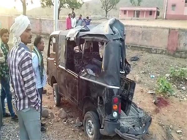 MP : बारात से लौट रही गाड़ी को ट्रक ने मारी टक्कर, 4 की मौत 14 घायल