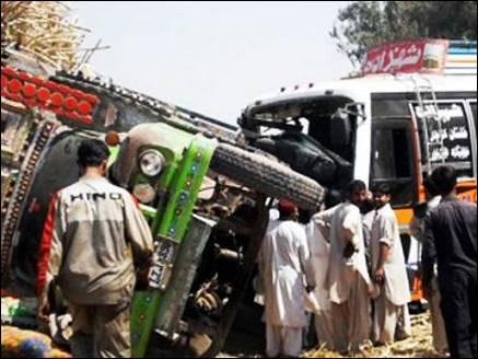MP : बस और  ट्रक की भीषण टक्कर, 11 की मौत 20 से ज्यादा घायल